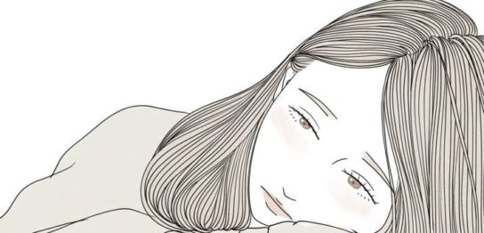 うつむき加減の女性